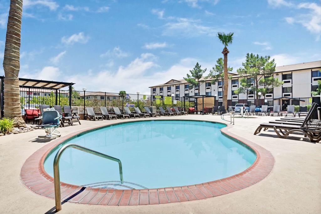 Ellis Island Hotel Super 8 Las Vegas