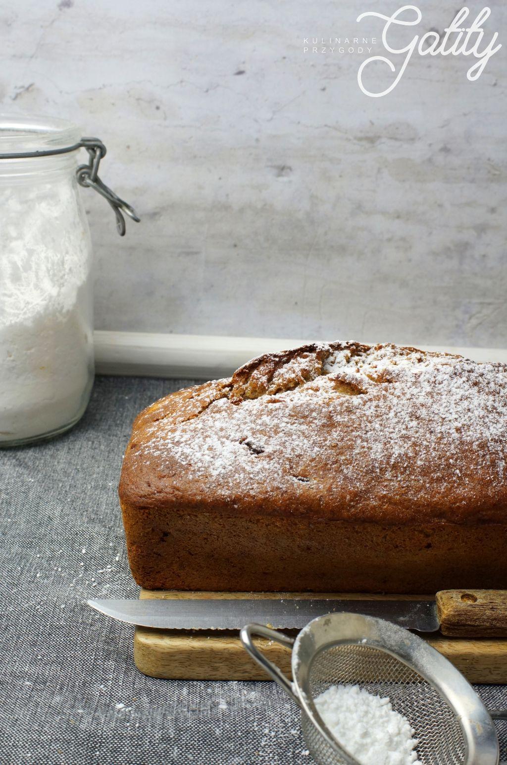 ciasto-na-drewnianej-desce