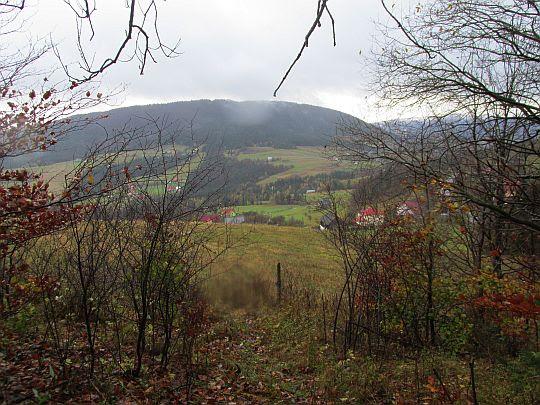 Widok na Cichoń ze stoku Ostrej.