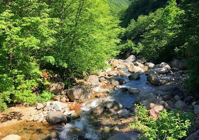 滑川温泉前の川