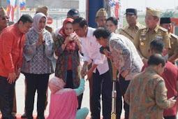 Seorang Ibu Pingsan Setelah Bertemu Jokowi di Lampung, Kemungkinan Ini Penyebabnya