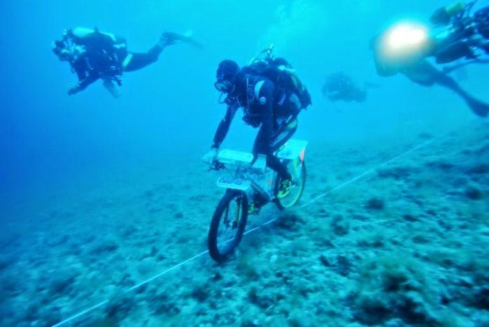 Nuevo récord de pedaleo bajo el agua