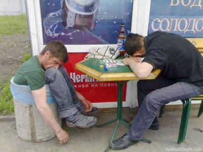 1. Mai - Tag der Arbeit - lustige betrunkene Männer