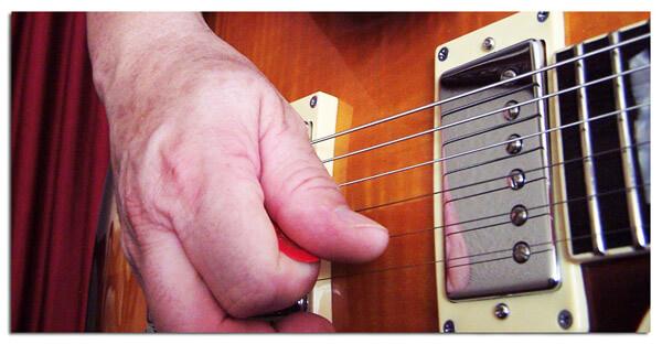 Armónicos con Notas Pulsadas o Artificiales en Guitarra