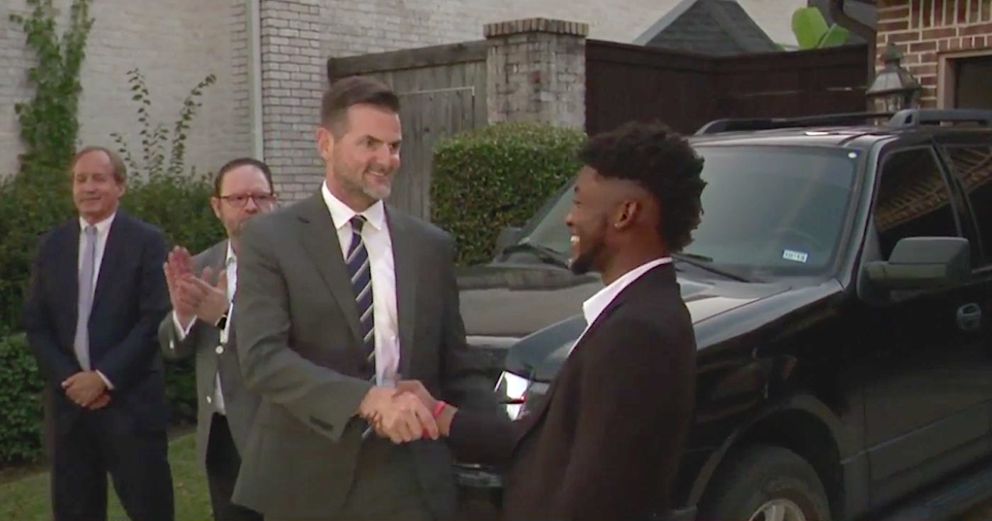 Young Hotel Employee Was Honored With A New Car For Working Solo For 36 Straight Hours During Flood