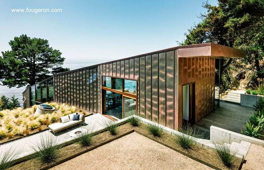 Casa de playa en California sobre una pendiente negativa pronunciada