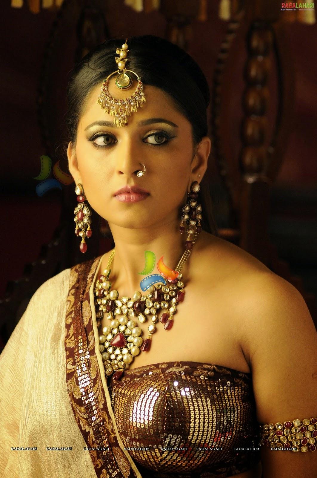 Anushka Shetty Hottest Sexy Photoshoot With Gopichand -5774