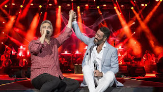 Usta sanatçı Cengiz Kurtoğlu ve sevilen pop şarkıcısı Hakan Altun'un beraber söylediği Yorgun Yıllarım şarkısının sözleri sitemizde yayınlanmıştır.