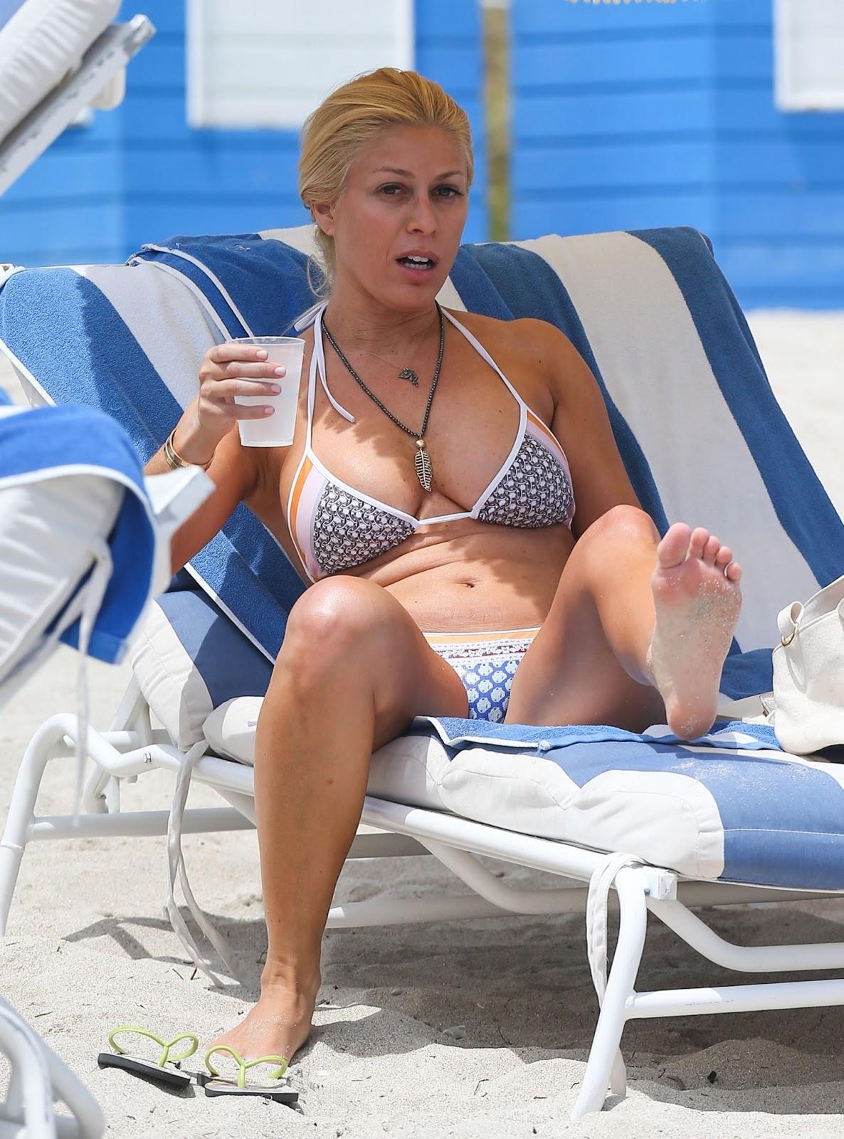 Hot woman boobs nude salma hayek