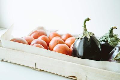 Bakłażan i warzywa w pudełku