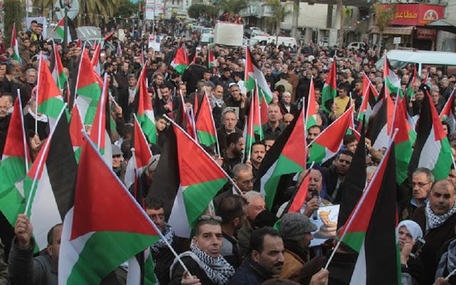 Tentara Israel Membabi Buta Tembaki Demonstran Palestina