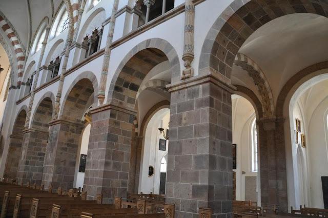 Romańska katedra w Ribe - nawa boczna