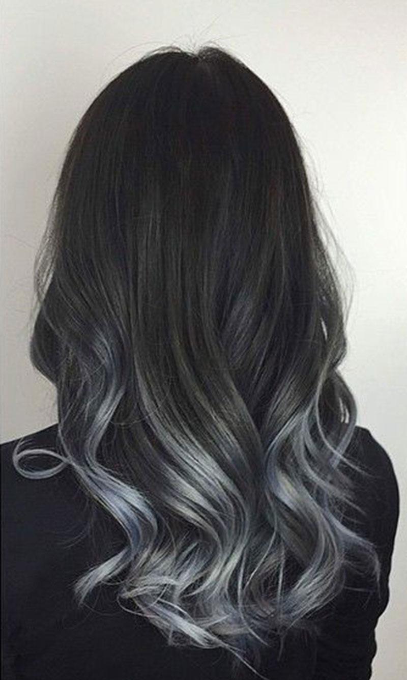 Cabello de color gris en las puntas