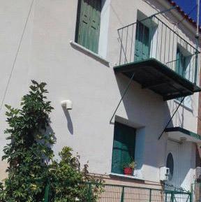 Πωλείται διώροφη μονοκατοικία στο Πλωμάρι