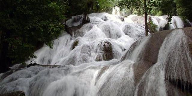 Wisata Alam Air Terjun Saluopa Poso