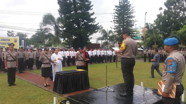 Kapolres Bitung AKBP Stefanus Micael Tamuntuan Memimpin Upacara Penyerahan Sertijab  Kasat Binmas dan Kasat Polair