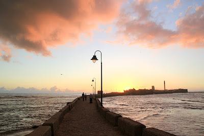 BLOG LUGARES DE MEMÓRIA -  Matéria Cádiz -Foto manusama por Pxiabay
