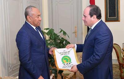 الرئيس السيسي...بستقبل رئيس الكاف في حضور أشرف صبحي......الهدف الثالث