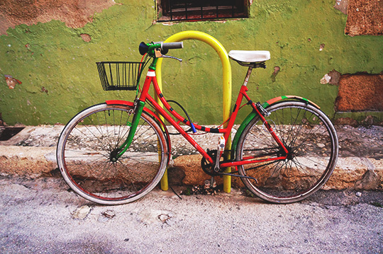 big red bike, urban photography, buy photography, photographer, urban photographer, documentary, artist, buy art, Espanol, Spanish, Sam Freek,
