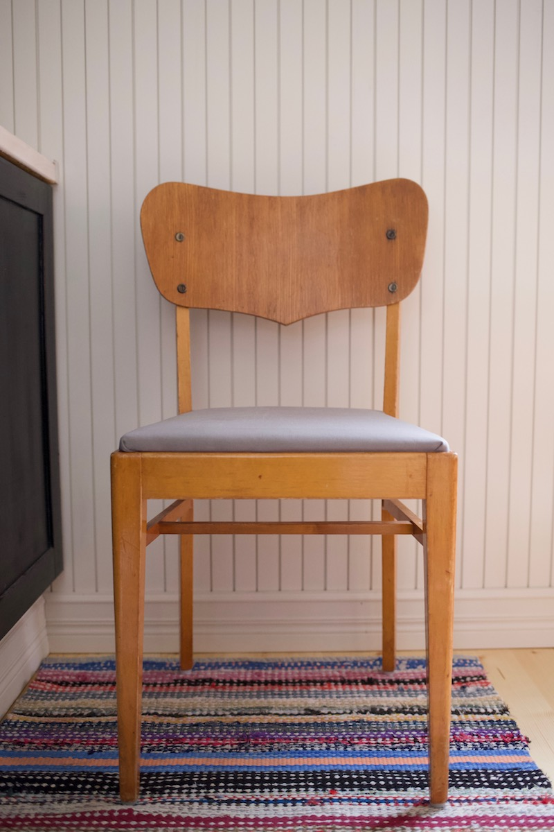 Teaktuoli, tiikkituoli. Ruokapöydäntuolien verhoilu DIY. Tuolin verhoilu / ohje / istuinosan verhoilu / pehmuste / kulmat.