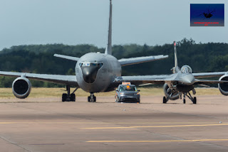 Turkish Airforce KC-135 and F-16C taxiing Land Rover Airshow Follow me