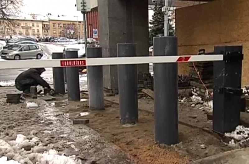 """Milošas Zemanas čekus kviečia ginkluotis ir ruoštis """"super holokaustui."""" Lietuvos valdžia irgi ginasi"""