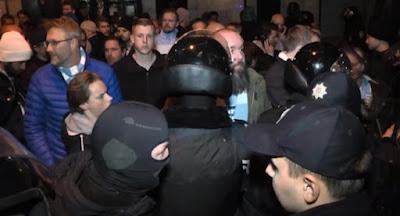 Полиция и сотрудники военкоматов провели рейд по ночным клубам Львова