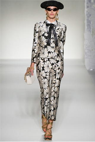 http://s-fashion-avenue.blogspot.it/2012/04/ss-2012-fashion-trends-black-white.html