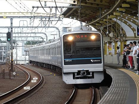 小田急電鉄 各駅停車 秦野行き3 3000形