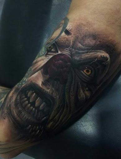 Esta terrível antebraço tatuagem