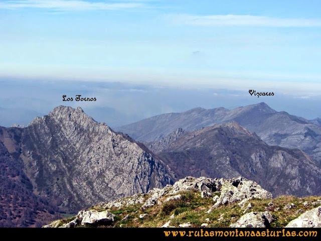 Ruta al Campigüeños y Carasca: Vista de los Tornos y Vízcares