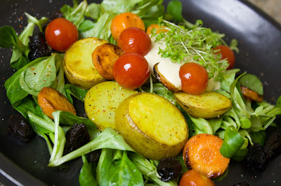 Winterlicher Salat mit Bratkartoffeln