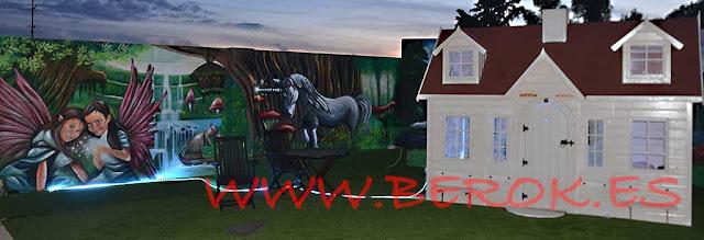 Decoración mural exterior con hadas y unicornio