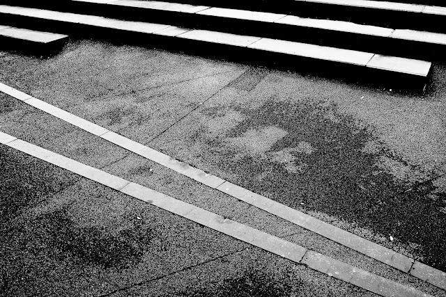 Kompozycja suprematyczna. Fotografia czarno-biała. Abstrakcja. Fotografia odklejona. fot. Łukasz Cyrus