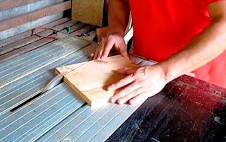 Corte en ángulo de las piezas del costado de la caja de lustrar