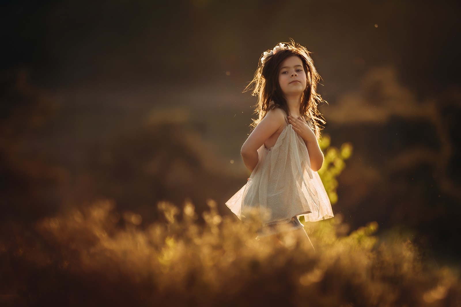 Sony A7RIII portrait of a beautiful little asian girl running through the fields during sunset by Willie Kers