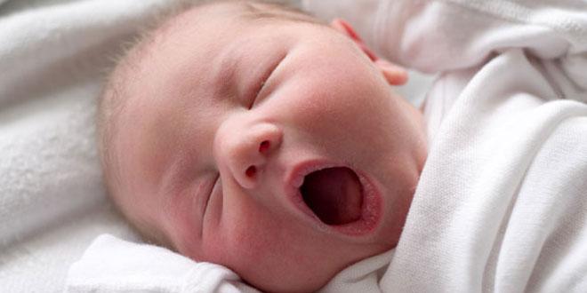 Yeni doğmuş bir bebek için ağzı kolayca ve ağrısız olarak nasıl temizlenir