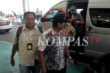 Digelandang KPK ke Jakarta, Rommy Kenakan Topi Hitam dan Menutup Muka dengan Masker