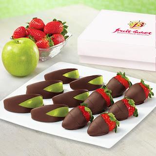 клубника, клубника в шоколаде, шоколад, глазурь, ягоды, десерты ягодные, десерты клубничные, ягоды в глазури, десерты, сладости, глазурь шоколадная, блюда из клубникиклубника, клубника рецепты, десерты из клубники, самые вкусные клубничные десерты, что можно сделать из клубники, ягодный десерт, клубника в глазури, десерт из свежих ягод, рецепты из клубники, клубника в шоколаде в домашних условиях, клубника в шоколаде на подарок, букет из клубники, букет из ягод, подарки на 5 марта, подарки на день влюбленных, ягоды в шоколаде, клубника в шоколаде мастер класс, как делать клубнику в шоколаде на продажу, клубника в шоколаде в домашних условиях, букет из клубники в шоколаде, торт клубника в шоколаде, клубника сладкоежка, фрукты в шоколаде, Варенье «Клубника в шоколаде», Как приготовить клубнику в шоколаде, Клубника в белом шоколаде и кокосовой стружке, Клубника в белом шоколаде и темных шоколадных чипсах, Клубника в глазури для романтического свидания, Клубника в розовом шоколаде на шпажках, Клубника в смокинге, Клубника в темном шоколаде, Клубника в шоколаде, Клубника в шоколаде «Божьи коровки» на День, Влюбленных, Клубника в шоколаде и хрустящем арахисе, Клубника в шоколаде на Хэллоуин,, Клубника в шоколаде с карамельными фигурками, Клубника в шоколаде Санта-Клаус, Клубника в шоколадном корсете, Клубника в шоколадных лодочках, Клубничные букеты — идеи, Клубничный шоколадный букет, Красивое оформление клубники в шоколаде, «Мраморная» клубника, «Услада для романтиков» — клубника в глазури, «Шляпа ведьмы» — клубника в шоколаде, Шоколадно-клубничные сердечки,