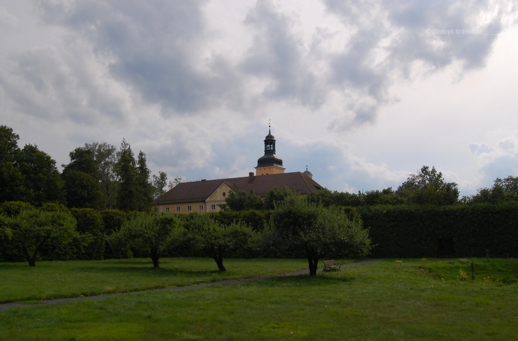 Sanktuarium Matki Pokoju w Stoczku Klasztornym, przyklasztorny ogród