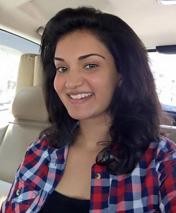 Mallu Actress Honey Rose's Sexy Selfie Pics