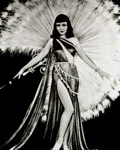 http://www.vistelacalle.com/87207/el-glamour-del-hollywood-de-oro-con-el-disenador-travis-banton/