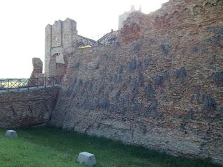 Castello di Coriano le mura