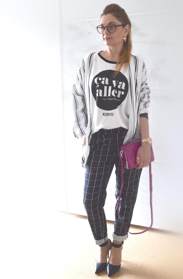 Pinke Handtasche Gitternetz Muster Hose Streifen Blazer