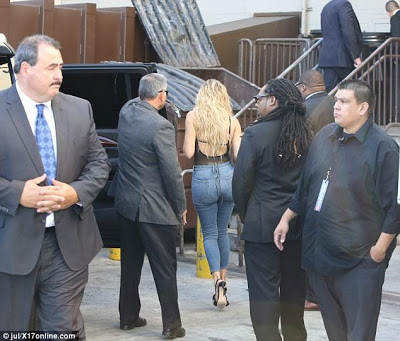 Aftermath of Kim K robbery: Khloe Kardashian surrounded by heavy security team (photos)