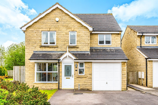 This Is Halifax Property - 4 bed detached house for sale Highcliffe Court, Shelf, Halifax HX3