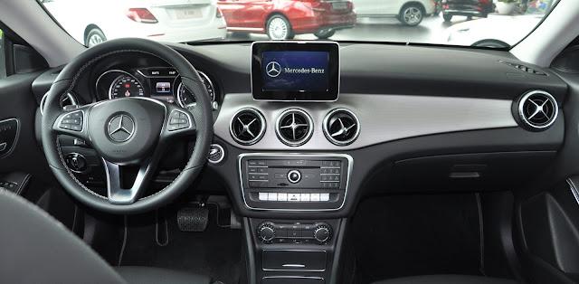 Mercedes CLA 200 tích hợp nhiều tính năng với những nút bấm tiện ích