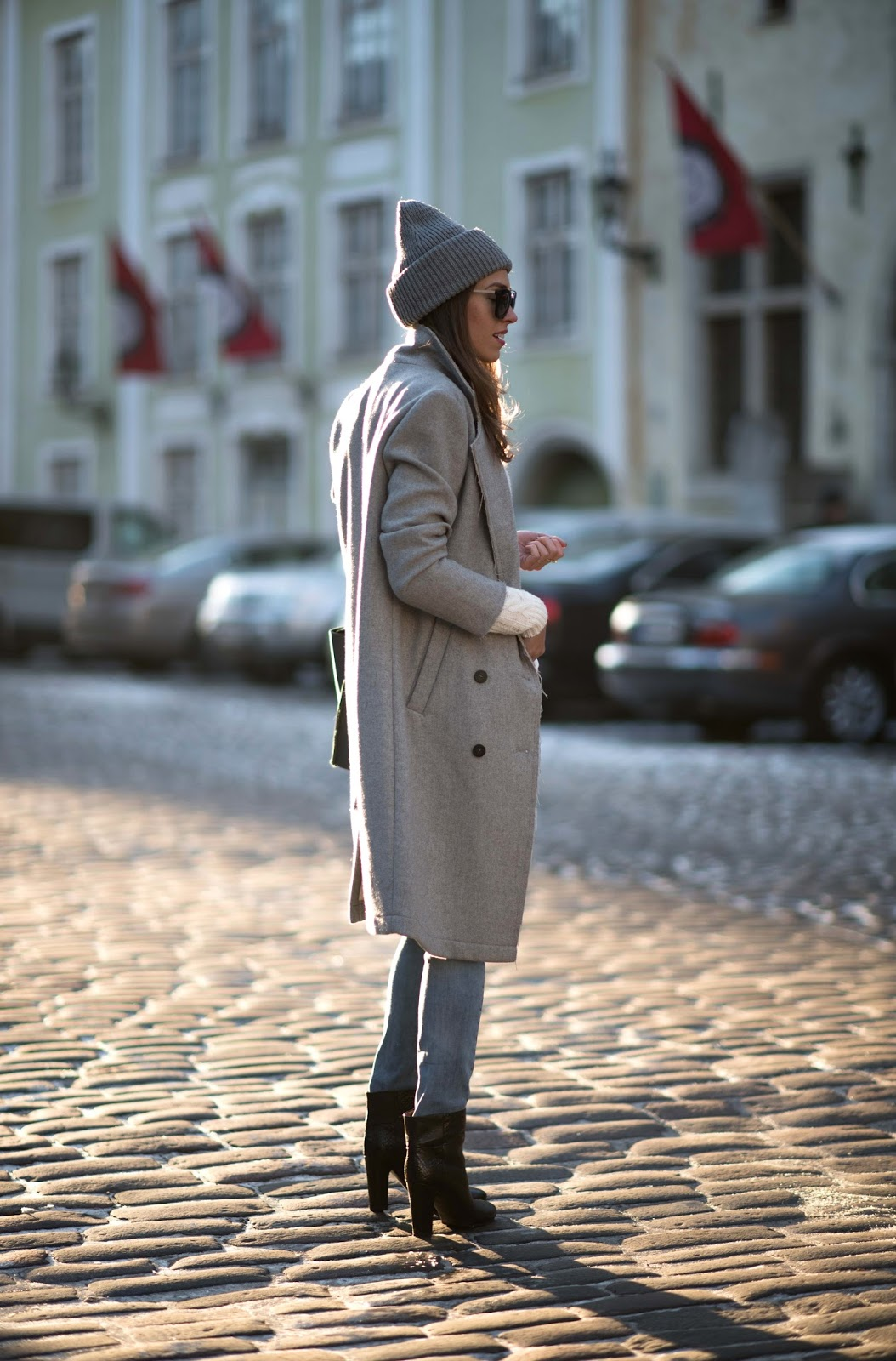 minimalist winter outfit grey coat