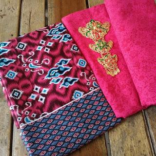 Kain Batik dan Embos 148 b Mega Mendung Merah