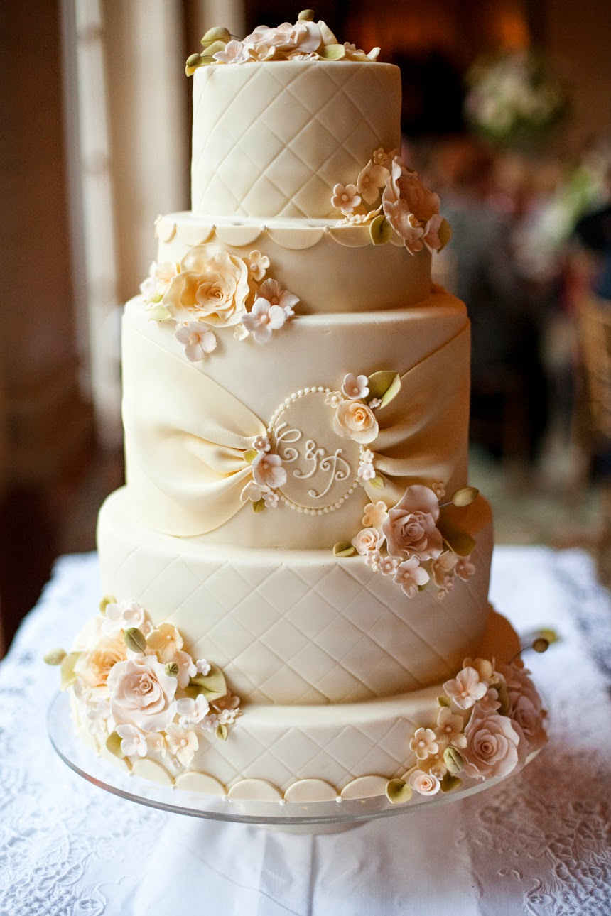 9 Tips For Buying Your Dream Wedding Cake